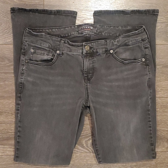 ❤TORRID BABY BOOT BOOTCUT JEANS, SIZE 14 (32)